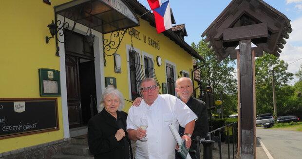 Jaroslav Sapík vítal vzácné hosty bratry Neckářovy.