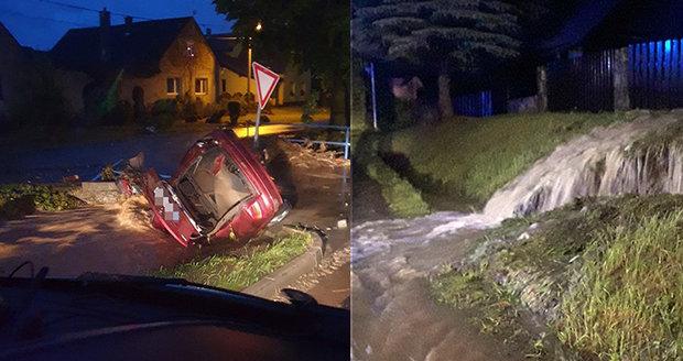 Bleskové povodně na Olomoucku si vyžádaly nejméně jednu oběť.