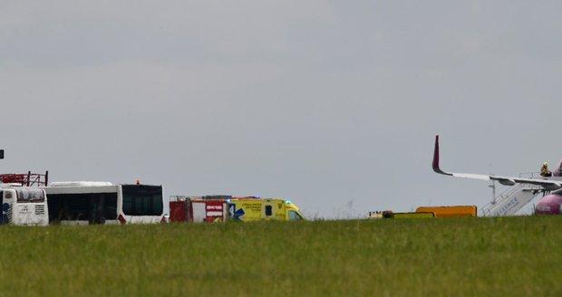Letadlo Wizzair na Letišti Václava Havla, 8. června 2020.