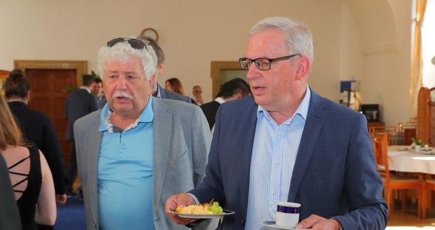 Senátoři STAN Václav Chaloupek a David Smoljak na pracovní senátorské snídani (16. 6. 2020)