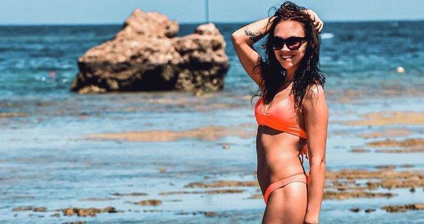 Kamila Nývltová v plavkách