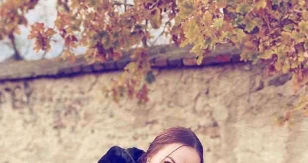 Kamila Nývltová a její fenka Emma