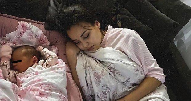 Spící Monika se spící Rumií