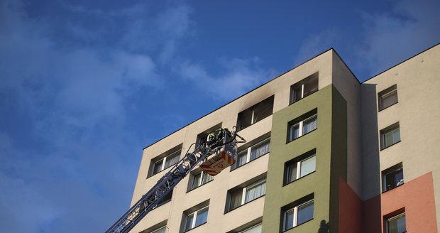 V Praze 3 na adrese V Zahrádkách hořel v neděli 28. června byt. Hasiči museli zasahovat až ve 13. patře.