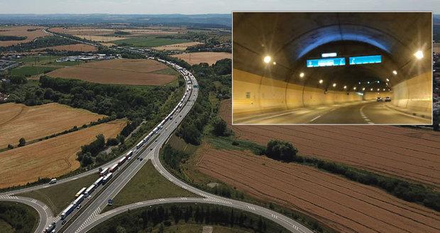 Magistrát preferuje vedení Pražského okruhu mezi Satalicemi a Březiněvsí částečně pod zemí. Zda tomu tak bude, rozhodne Ředitelství silnic a dálnic, které je investorem stavby, a které si nechává vypracovat posudek vlivu silnice na životní prostředí.