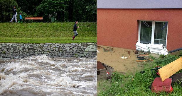 Extrémní riziko záplav na Pardubicku, na východě ČR platí výstraha. Sledujte radar Blesku