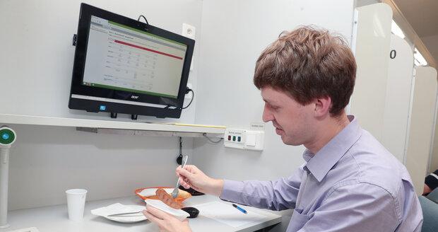 Blesk nechal v laboratoři otestovat špekáčky. Jaká je jejich kvalita?