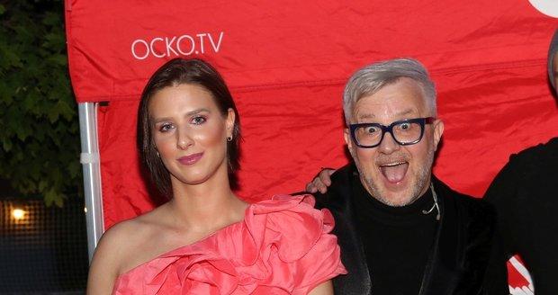 Petr Kotvald ukázal svou půvabnou dceru Viktorku, která je zároveň jeho vokalistkou.