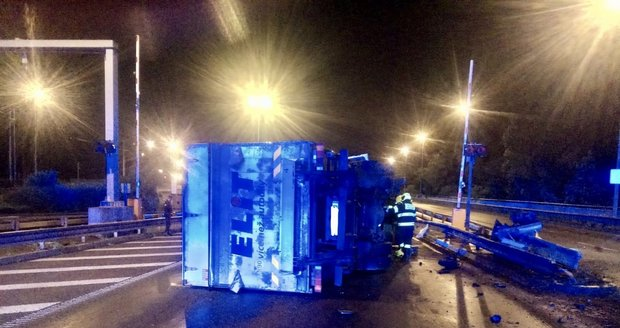 Nehoda kamionu před Zlíchovským tunelem, 16. července 2020.