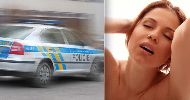 V pražské firmě měli nutit dívky k sexu před kamerou. Policie obvinila devět lidí. (ilustrační foto)