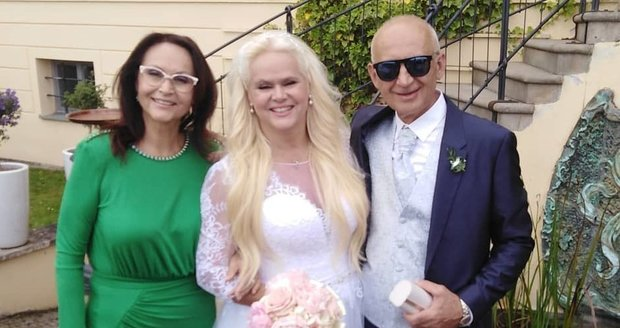 Monika Štiková se vdala.