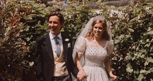 Svatební fotky princezny Beatrice a Edoarda Mapelliho Mozziho