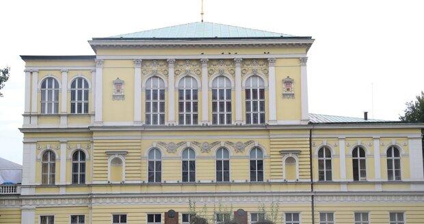 Palác Žofín na Slovanském ostrově v Praze.