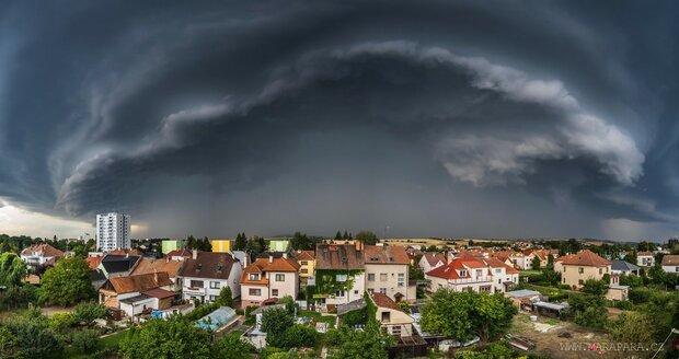 Bouře po tropech: Při příchodu bouřky nad Kyjov se vytvořila supercela, vyfotil ji fotograf Marek Svoboda (28.7.2020)