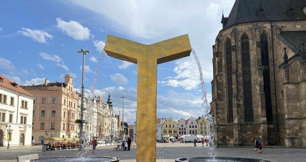 Kašna Anděl na náměstí Republiky v Plzni.