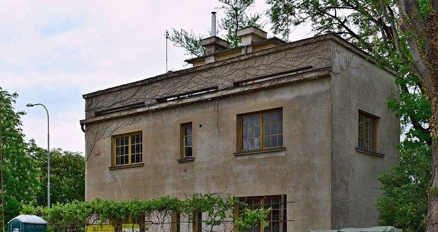 Takhle vypadala vila před rekonstrukcí v roce 2005