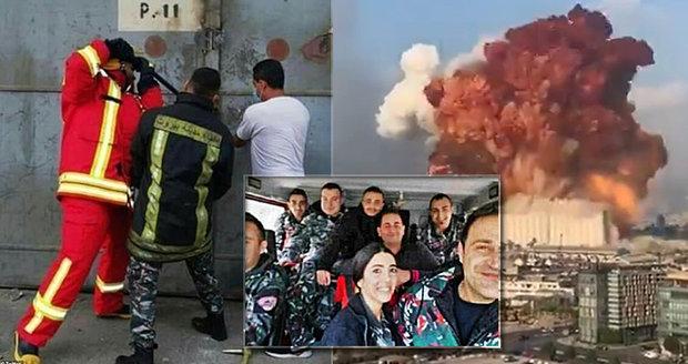 Poslední foto před výbuchem v Bejrútu: Hasič otevírá dveře skladu! Fotograf je mrtvý, krásná hasička s kolegy nezvěstní