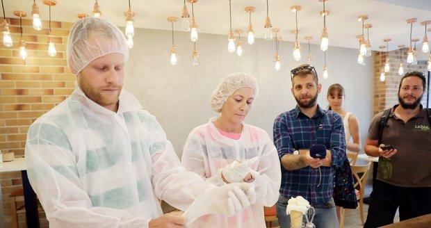 Inspektoři SZPI odebrali vzorky zmrzliny a ledu v cukrárně v centru Prahy. Výsledky testů jsou dlouhodobě neuspokojivé