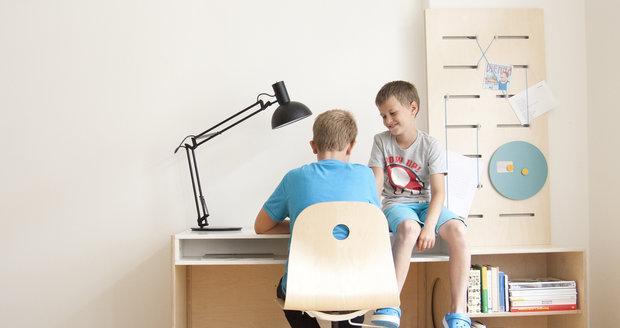 Rostoucí stůl má 4 výškové úrovně a může sloužit i jako domeček, 10 306 Kč, Little Design