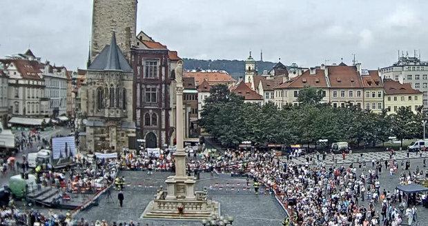 Stovky lidí na Staroměstském náměstí, 15. srpna 2020