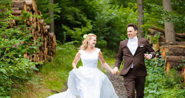Zpěvačka Elis Ochmanová se vdala.