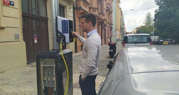 Mýtné a výhodnější parkovné pro elektromobily: Praha schválila dokument, který má pomoci zlepšit ovzduší