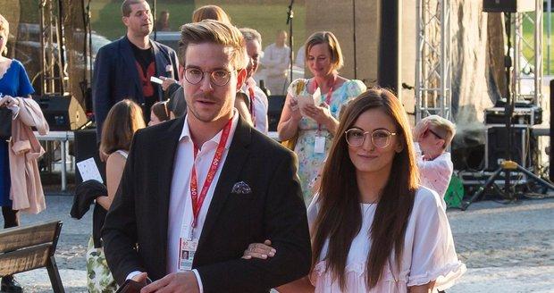 Vladimír Polívka byl hostem zlínského filmového festivalu pro děti. Doprovod mu dělala jeho nová přítelkyně.