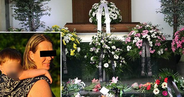 Poslední rozloučení s Janou Čechovou (†50), kterou údajně zabil sprej na mušky: Syn Vládík se dlouho držel
