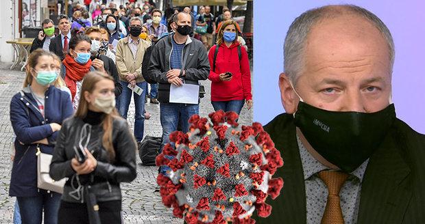 Koronavirus ONLINE: Na svatbu 30 hostů a zavření středních škol, žádá Prymula. A přes 600 obětí v ČR