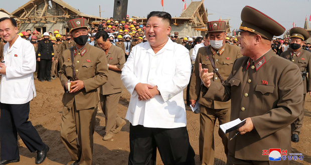 """Kim Čong-un jen těsně unikl atentátu. Diktátora chtěli zabít """"zrádní vojáci"""", tvrdí generál"""