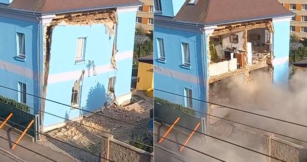 Zkáza v přímém přenosu: V Liberci se zřítil kus domu, hasiči obyvatele evakuovali