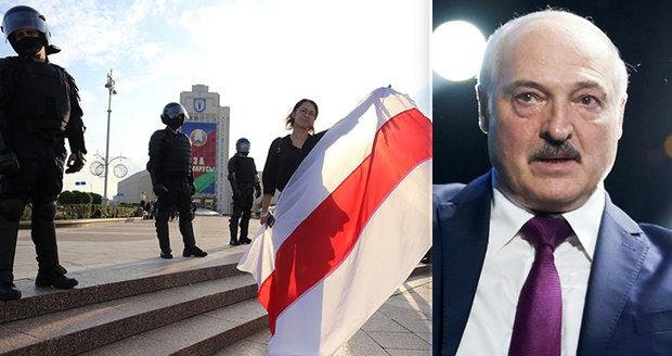 """Lukašenko hrozí """"válkou"""" se sousedy. Hranice Běloruska ale nezavřel"""