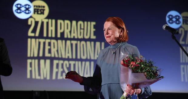 Iva Janžurová převzala na zahájení Febiofestu ocenění. Na dokument o Karlu Gottovi ale sílu neměla.