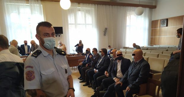 U Krajského soudu v Brně začal proces v tzv. Kauze Stoka. Kriminalisté obvinili 11 lidí, politiků i podnikatelů, z ovlivňování veřejných zakázek.