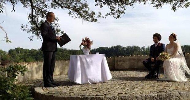 Designér Maxim Velčovský se oženil! Odtajnila to nevěsta.