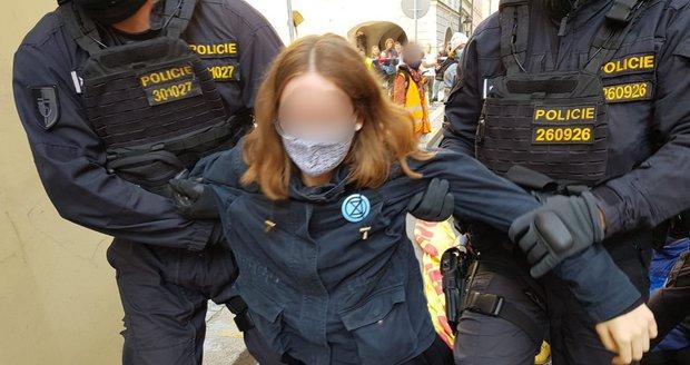 Aktivisté blokovali silnici u Sněmovny, 1. října 2020.