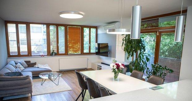 Starší byt se dočkal příjemné minimalistické rekonstrukce