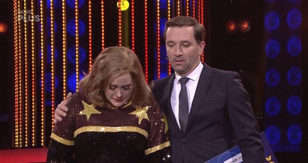 Jitka Čvančarová věnovala své vystoupení v Tváři coby Adele zesnulé Makulce, která bojovala s nemocí motýlích křídel.