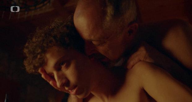 První sex před kamerou zažil Cina s hercem Lubošem Veselým (58).
