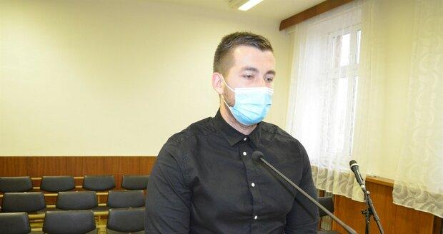Tomáš Sajdok se přiznal, že coby hlídač trezoru za necelé dva roky zpronevěřil 25 milionů.
