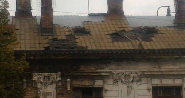 Nádraží Vyšehrad se začala propadat střecha.