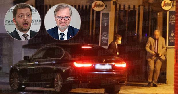 Zákaz vycházení v noci: Fiala tasil Prymulu v restauraci. A Rakušan zmínil problém obchodů