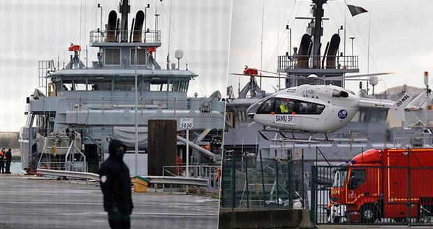 Při pokusu o překonání kanálu La Manche zahynuli čtyři lidé, včetně dětí (†5 a †8), novorozeně se pohřešuje