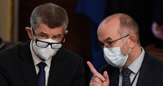 Blatný se hájí: Proč covid-19 označil za horší chřipku? A podepsal petici proti Babišovi?