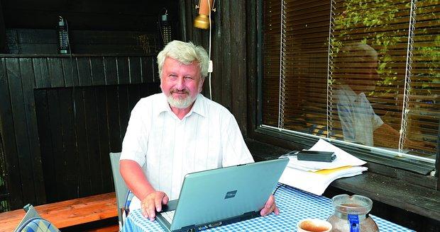 Na své chatě také známý psychiatr a spisovatel píše své knihy.