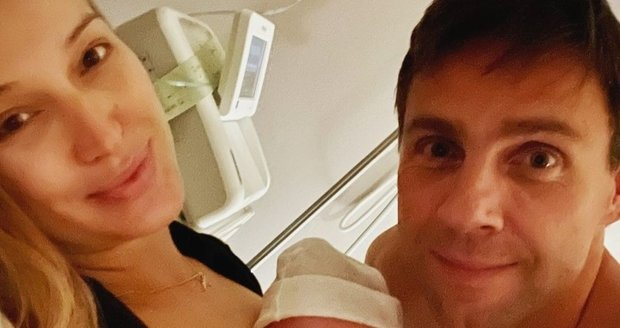 Roman Vojtek s manželkou Petrou mají syna.