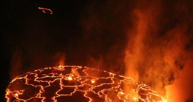 Lávové jezero sopky Nyiragongo v Kongu obdrželo v soutěži AV ČR 1. místo v kategorii Živly přírody.