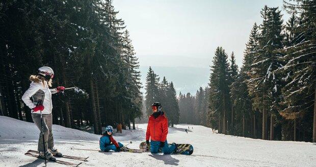 Na šumavském Špičáku začíná lyžařská sezóna.