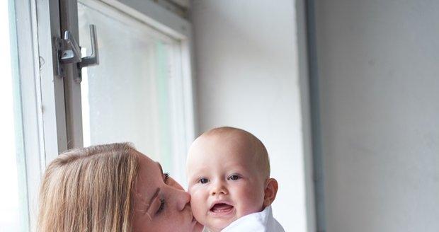 Maminka Lucie (26) se rozhodla podpořit ženy po porodu. Za své tělo se nestydí a věří, že se to naučí i ostatní mámy.