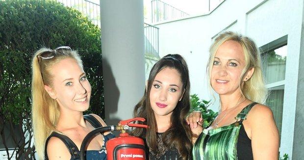 Šárka Grossová a dcery Denisa a Natálie